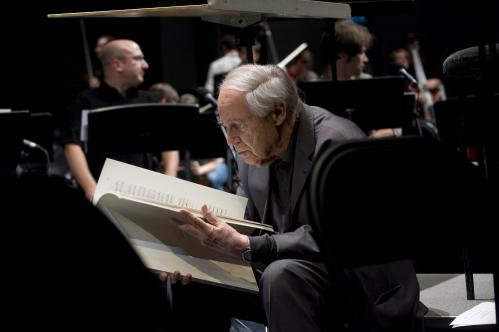Pierre Boulez reading score