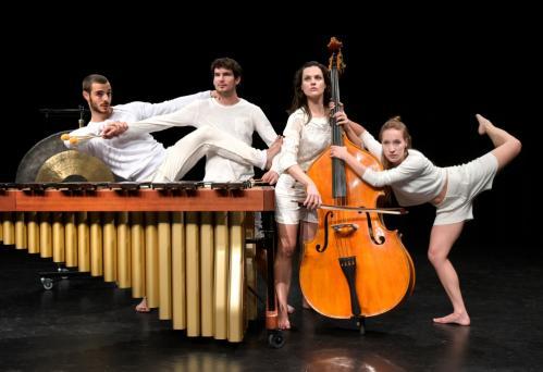 Young Performance Divamania